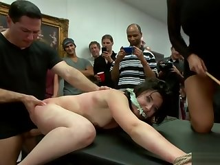 Brunette cunt and ass fucked at hand public