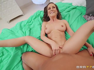 Mommy feels perfect thither the full cock in the air her