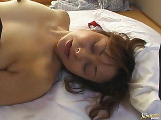 Saggy pair mature Japanese babe spreads her legs for shagging
