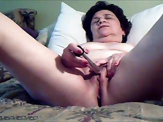 Older lassie spread legs and masturbating till cum