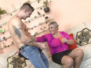 Busty mature cougar takes a long dick in her mouth and pussy