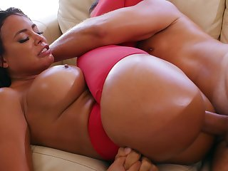 Voluptuous woman presents herself the best anal