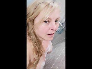 BBW Milf showering and anyway a lest herself in bubbles